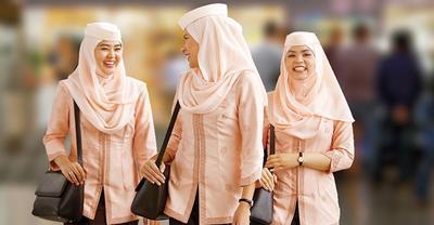 Punya Model Hijab Berbeda Beda Inilah Macam Macam Seragam Pramugari Hijab Di Tiap Maskapai
