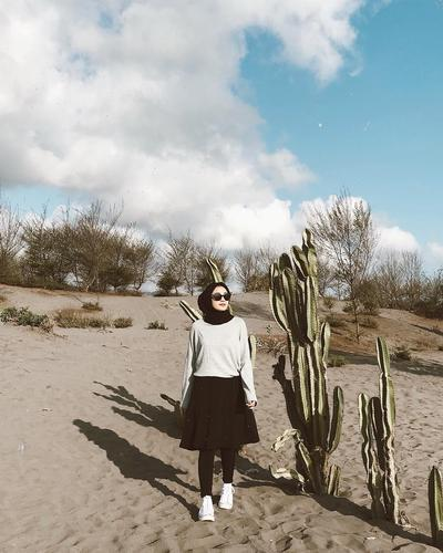 Pilihan Model Atasan Dan Rok Yang Cocok Untuk Ootd Hijab Ke Pantai Dan Instagramable Abis