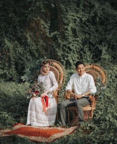 83142d5cb9f5526ae0902d2bc844a8db20020e3f 400x494 - Selebgram Ini Referensi Memilih Foto Pre Wedding Outdoor