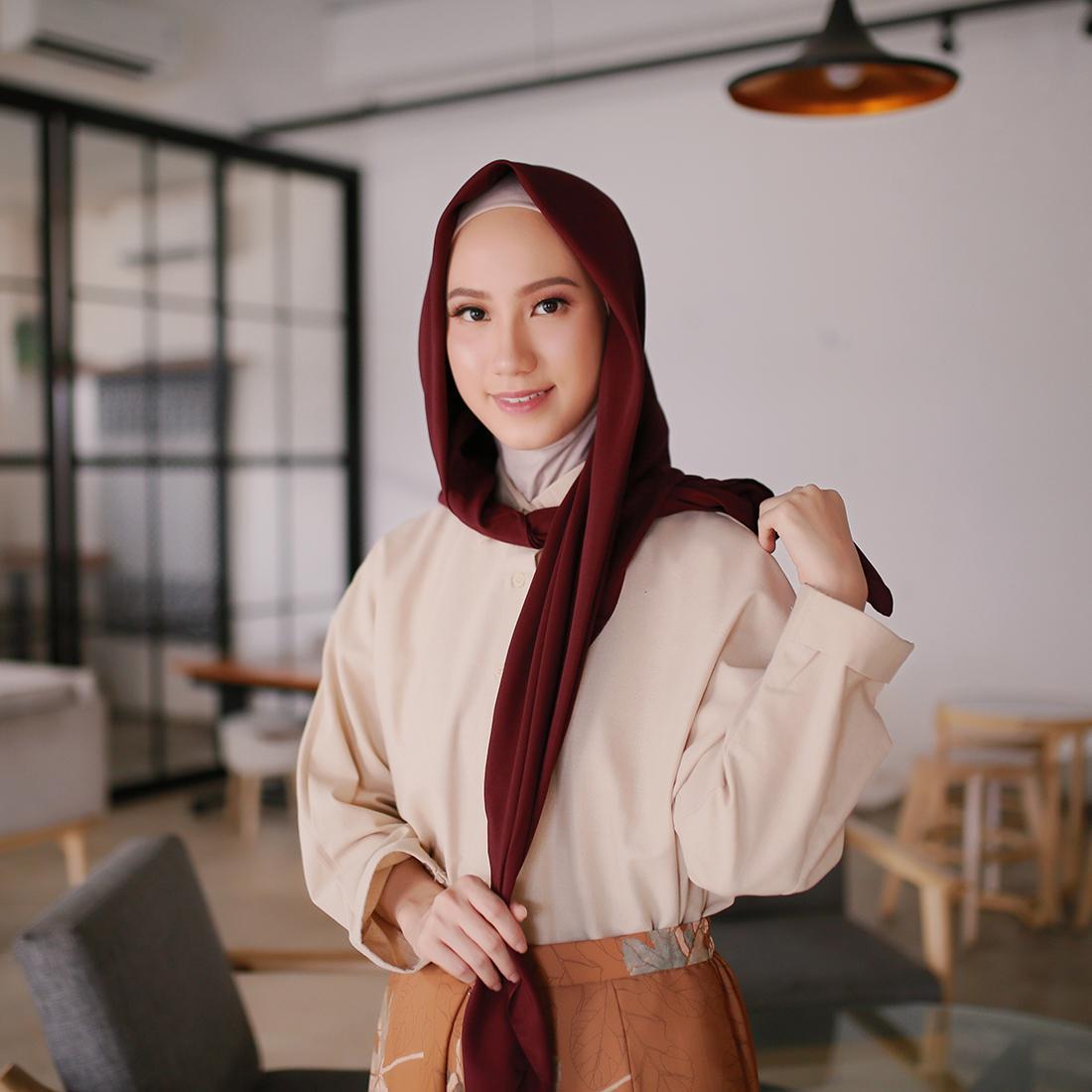 Tutorial Hijab Segi Empat Untuk Pemakai Kacamata